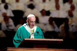 """[e-News] EM NY, PAPA FRANCISCO AFIRMA QUE JESUS """"FRACASSOU"""" NACRUZ"""