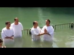 [e-News] Jair Bolsonaro é batizado em Israel(vídeo)